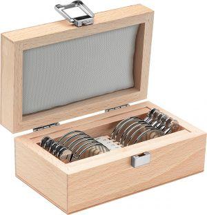 12 Schmalrand-Messgläser im formschönen Holzkästchen
